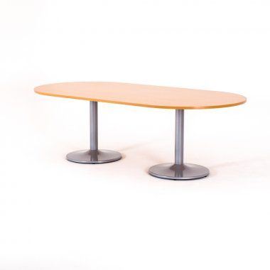 Table ovale, piétement tulipe aluminium