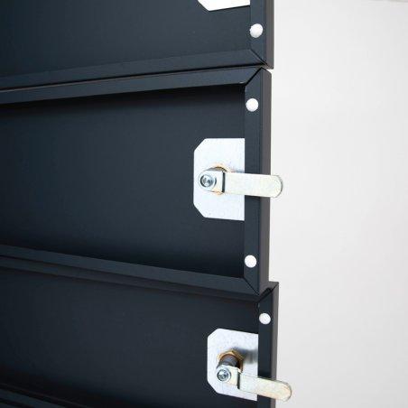 Zoom intérieur de la fermeture loquet de l'armoire sécurisée pour ordinateurs portables