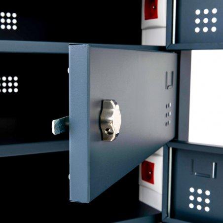 Zoom extérieur de la fermeture loquet de l'armoire sécurisée pour ordinateurs portables
