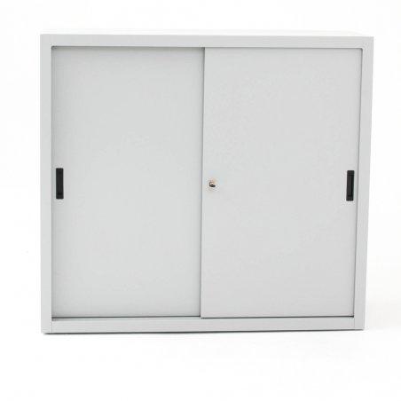 Armoire basse portes coulissantes TINEO, portes fermées, gris clair