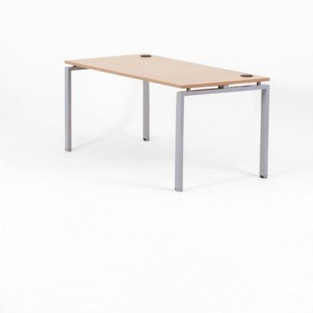 Bureau droit OPTIMUM, plateau chêne clair, piétement aluminium, sans voile de fond
